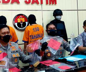 Gelapkan 9 Kilo Emas di PT. IGS, 2 Orang Ditangkap Jatanras Polda Jatim