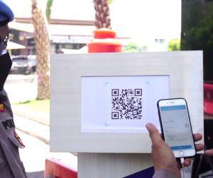 Masuk Polresta Sidoarjo, Diwajibkan Scan Aplikasi PeduliLindungi