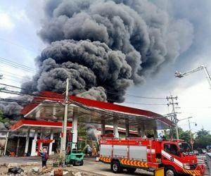 Gudang Palet di Jalan Karangpoh, Surabaya Dilalap Api