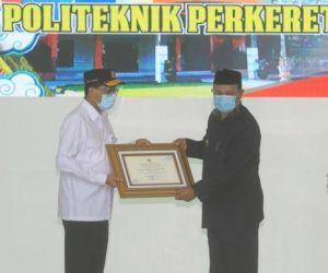 Walikota Madiun Raih Penghargaan dari Menteri Perhubungan
