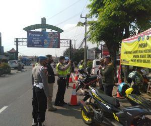 Polres Bekasi Kota Bersama 3 Pilar Lakukan Penyekatan di Simpang Tong Yang