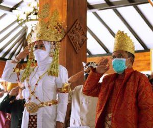 Pakai Baju Adat Lampung, Walikota Batu Peringati Hari Lahir Pancasila