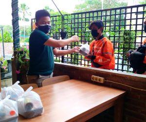 Pemilik Jamu Herbal Akar Dewa Bagikan Produknya Untuk Tingkatkan Imun Lawan Covid-19