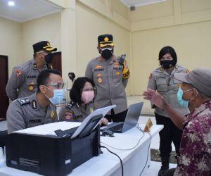 Polresta Sidoarjo Salurkan Bantuan Tunai PKL dan Warung Terdampak Covid-19