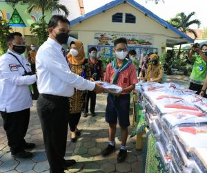 Hore! Siswa di Kota Madiun Dapat Seragam Gratis dan Ongkos Jahit