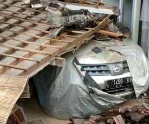Diguncang Gempa, Sejumlah Rumah Warga di Malang Ambruk dan Mobil Ringsek