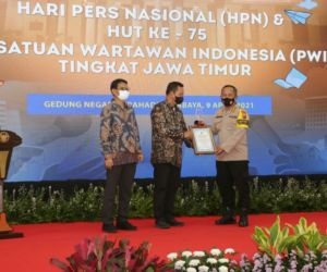 Kapolda Terima PWI Jatim Award