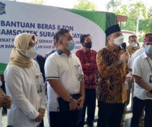 BPJAMSOSTEK Surabaya Rungkut Salurkan Bantuan Beras untuk Buruh
