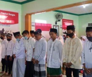 Ponpes Ashomadiyah Gelar Sholat Ghaib untuk Awak KRI Nanggala-402