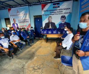 Demokrat Kota Madiun Bagi Sembako bersama Bayu Airlangga