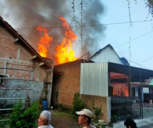 Gudang Alat Pernikahan di Kota Madiun Terbakar