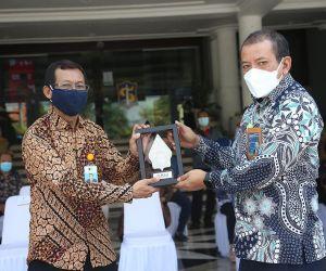 Pasar Kapasan Dijadikan Pilot Project Pembayaran ILP Non-Tunai