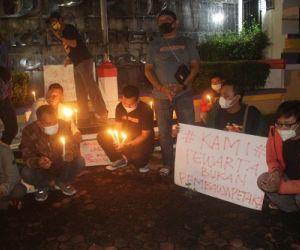 Nyalakan Lilin Duka, Wartawan Ponorogo Tuntut Penganiaya Jurnalis Dihukum