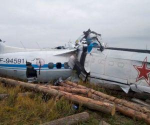 Pesawat Penerjun yang Mendarat Darurat dan Tewaskan 16 Orang, Terbelah Jadi Dua