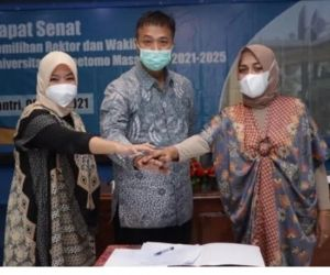 Menang, Siti Marwiyah Adik Mahfud MD Dilantik Jadi Rektor Unitomo