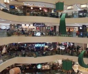 Pengunjung Mall di Surabaya Dibatasi