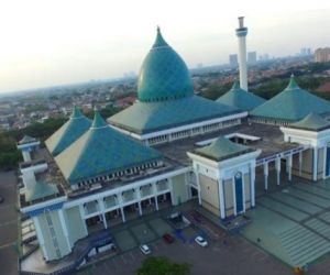 Tak Ada lagi Tempat untuk Sholat Id di Masjid Al Akbar, Sudah Full Booked