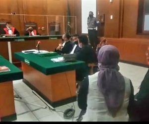 Dua Terdakwa Kasus ITE, Walk Out dari Persidangan